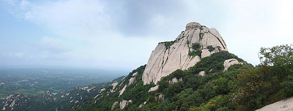泌阳铜山风景区主峰